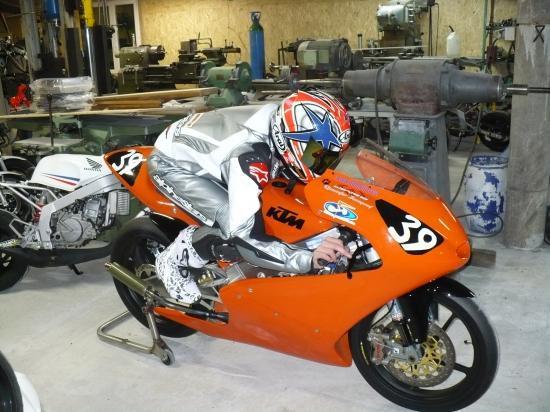 Ajustement d'une combinaison moto