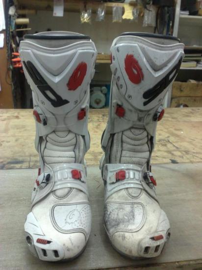 Remise en état de bottes de moto
