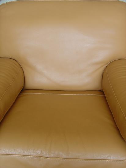 Réparation brûlure de cigarette sur fauteuil cuir