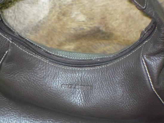 Changer une fermeture éclair sur un sac à main